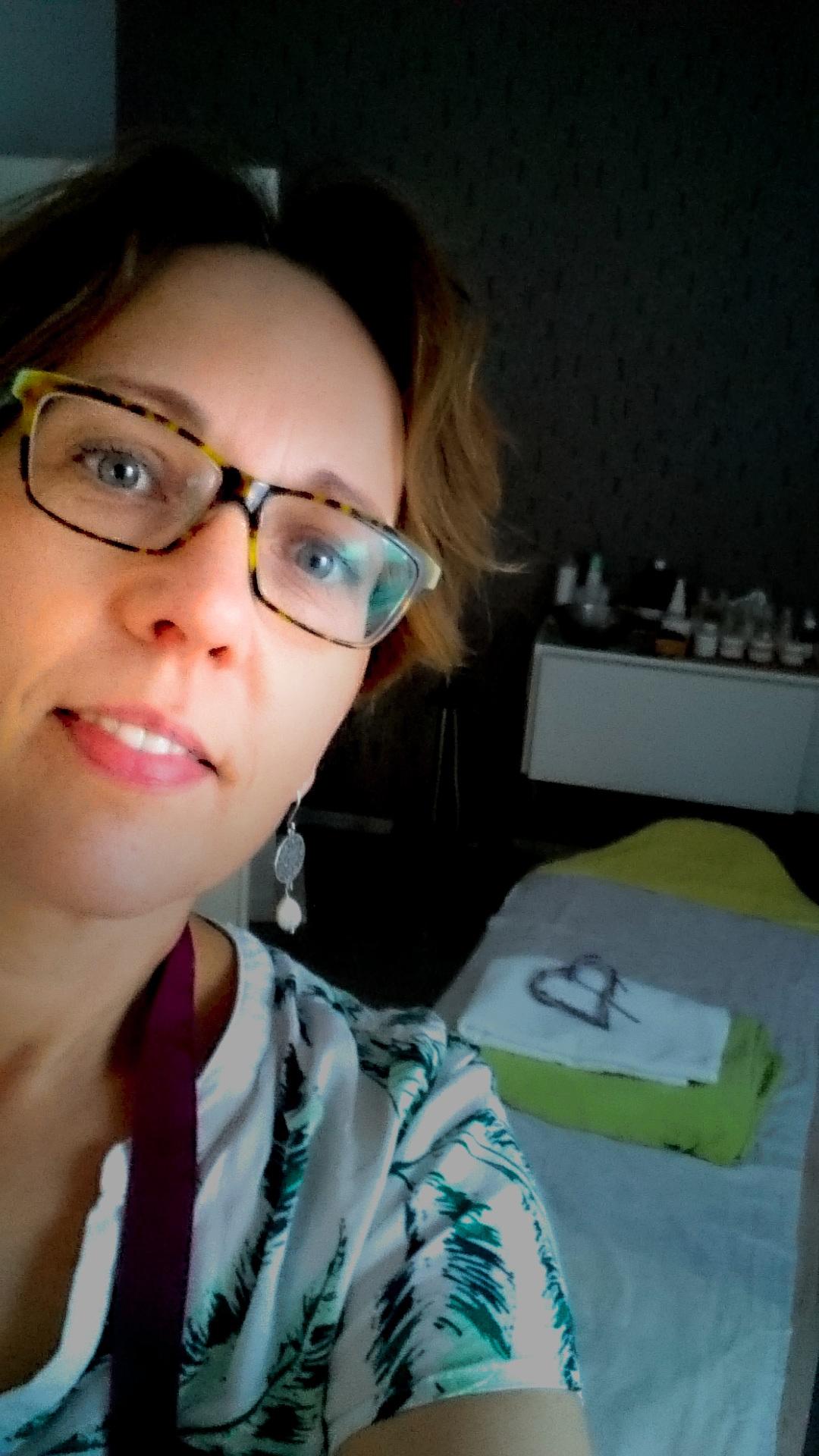Elisabeth Wienecke, selfie vor der vorbereiteten Kosmetikliege.